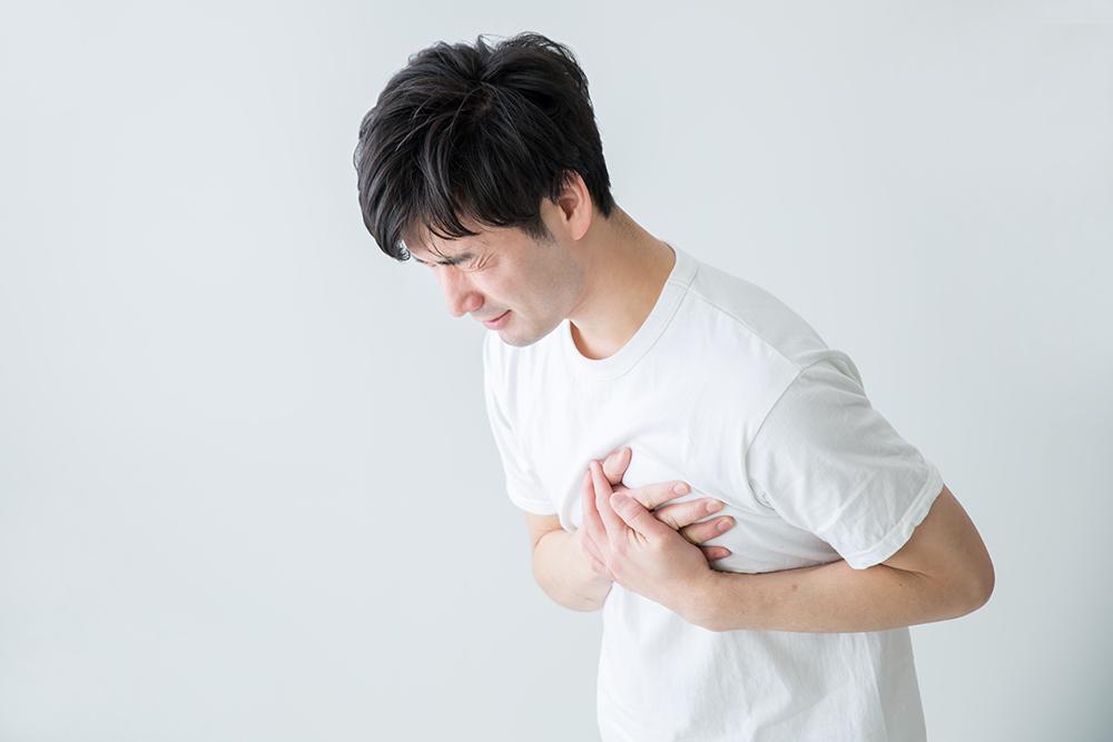 真ん中 が の 痛い 胸